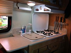 17b kitchen counter.jpg